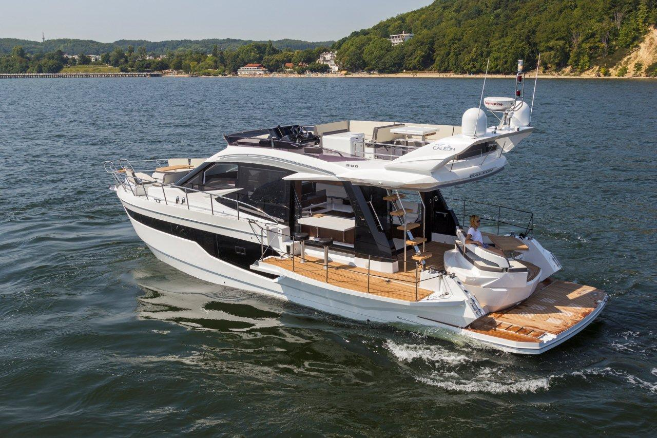 Galeon 500 FLY Cockpit image 17