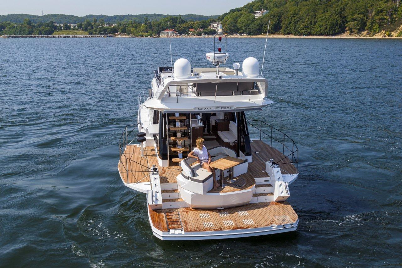 Galeon 500 FLY Cockpit image 18