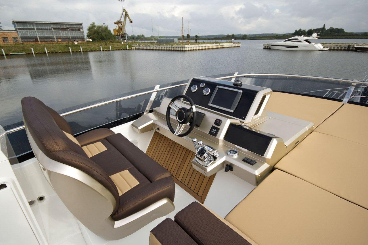 Galeon 550 FLY Cockpit image 22