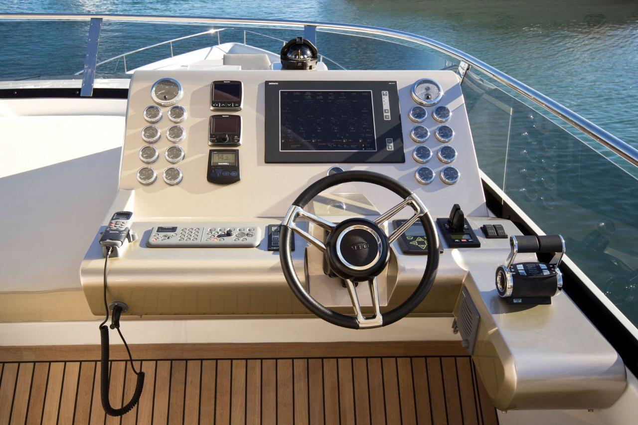 Galeon 550 FLY Cockpit image 29
