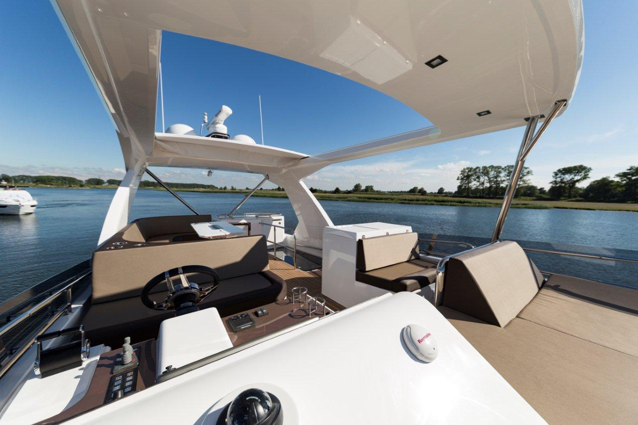 Galeon 660 FLY Cockpit image 11