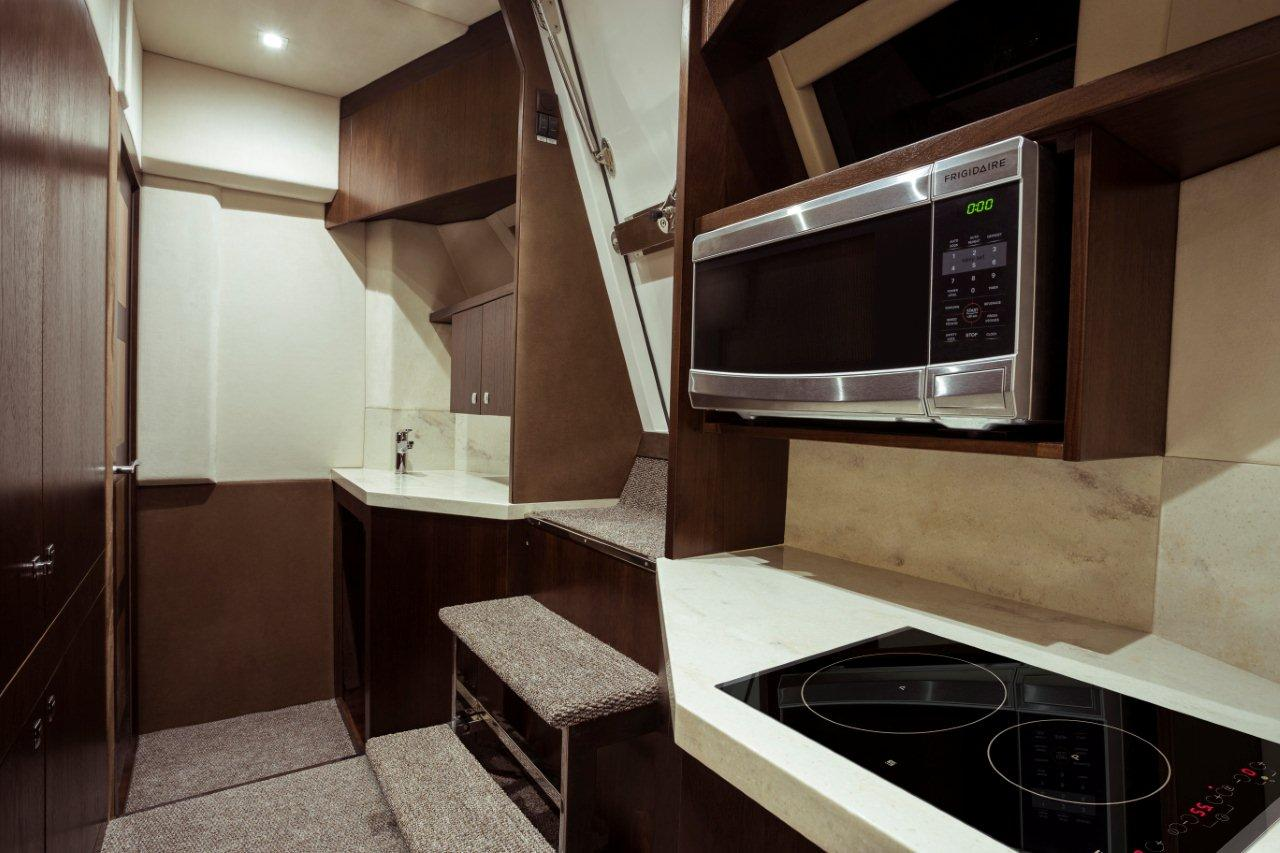 Galeon 660 FLY Internal image 43
