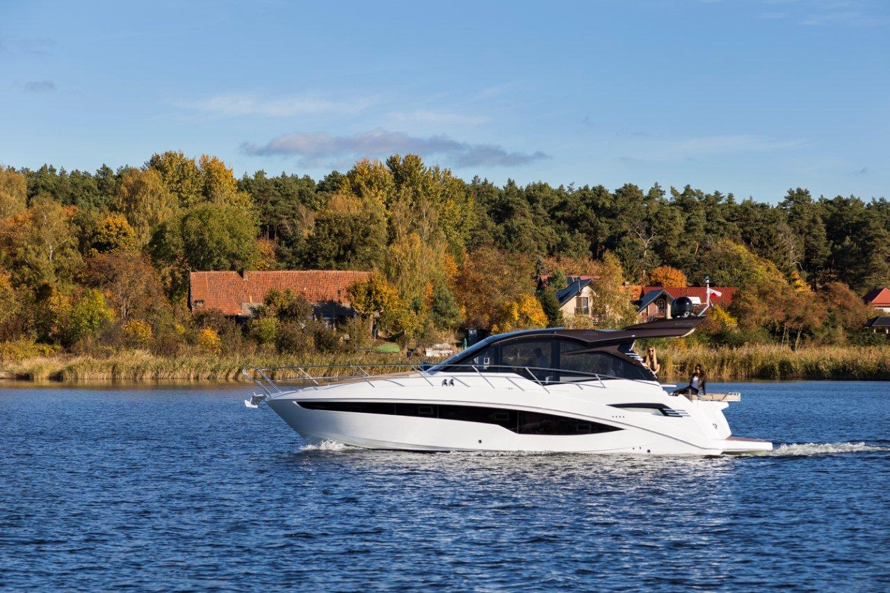 Galeon 425 HTS External image 2