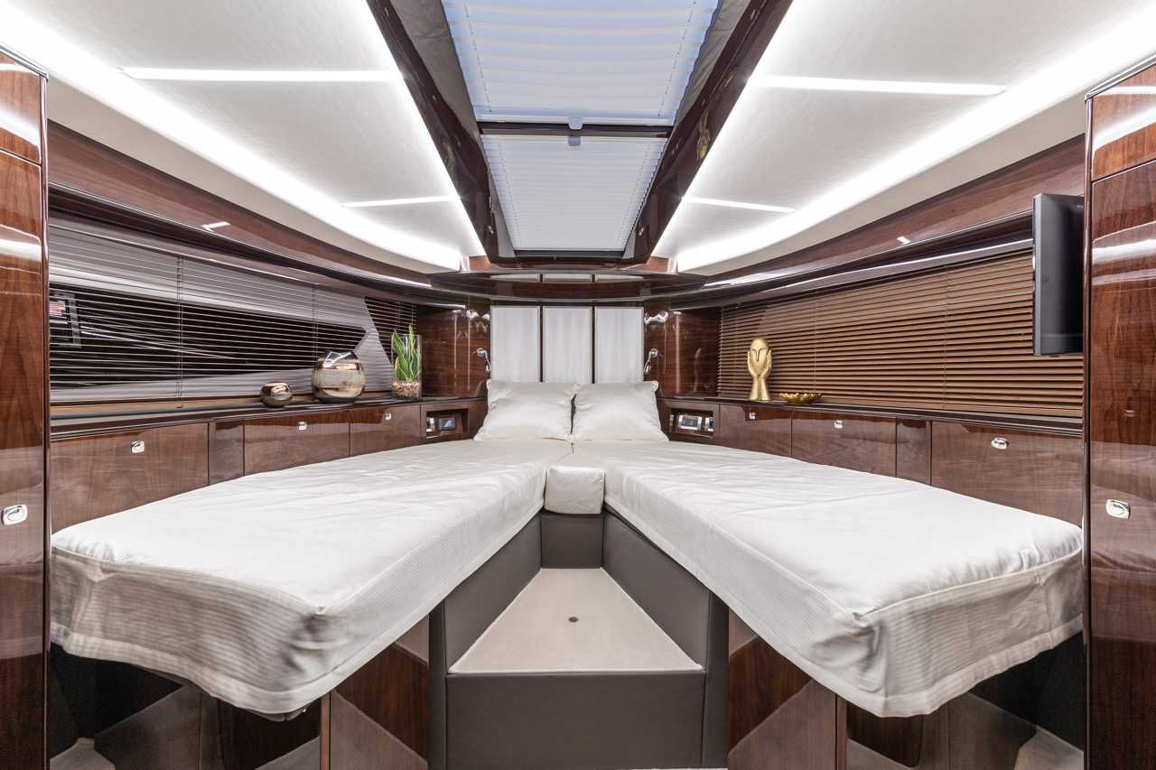Galeon 800 FLY Internal image 2